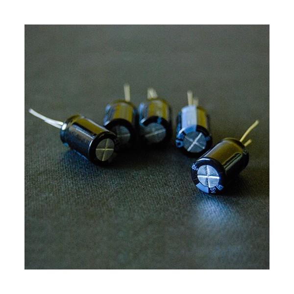 خازن الکترولیت 220 میکروفاراد